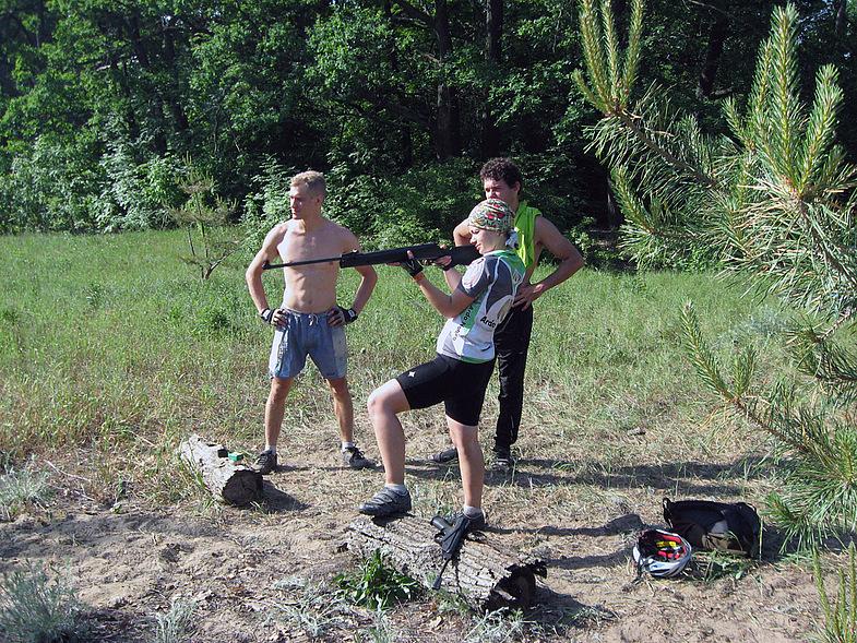 Стреляем с друзьями на природе по мишеням